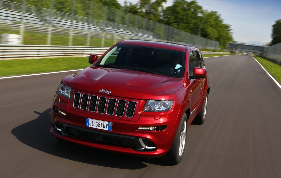 Jeep Grand CHerokee SRT - Frontale alto in motion