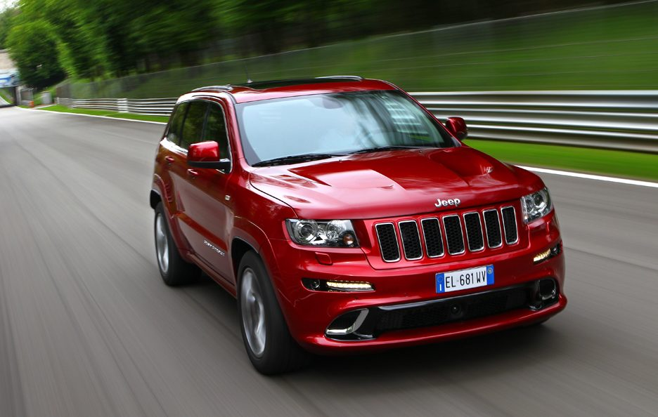 Jeep Grand CHerokee SRT - Frontale in motion