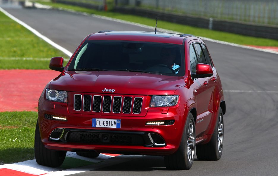 Jeep Grand CHerokee SRT - In curva