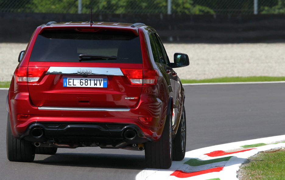 Jeep Grand CHerokee SRT - Posteriore in motion