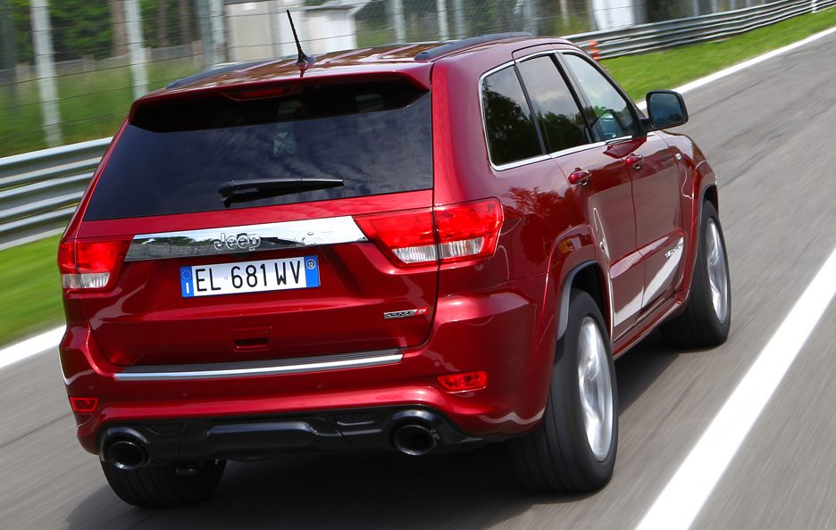 Jeep Grand CHerokee SRT - Posteriore in pista