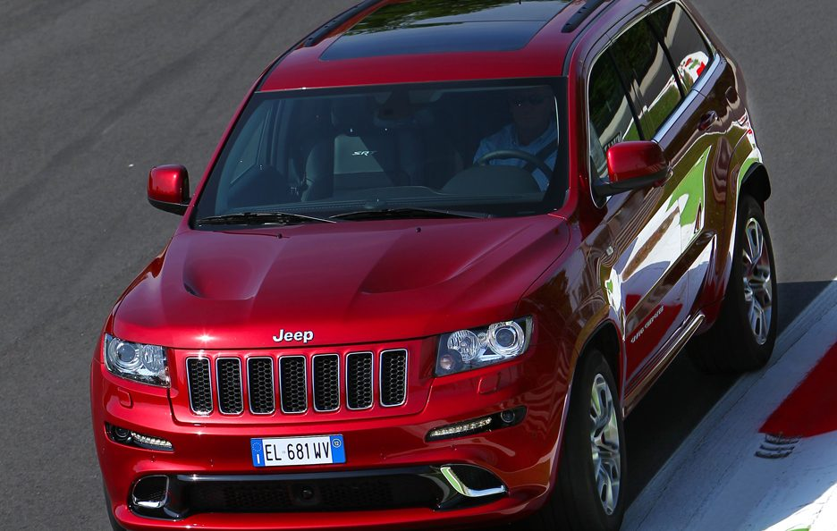 Jeep Grand CHerokee SRT - Primo piano in motion