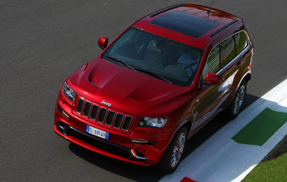 Jeep Grand CHerokee SRT - Profilo alto in motion