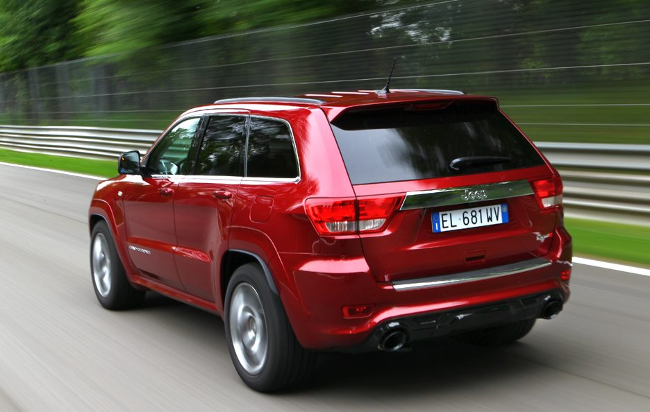 Jeep Grand CHerokee SRT - Retrotreno in motion