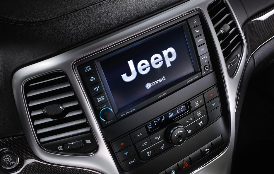 Jeep Grand Cherokee SRT - UConnect