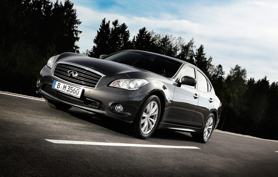 Infiniti M MY 2013 -Laterale in motion