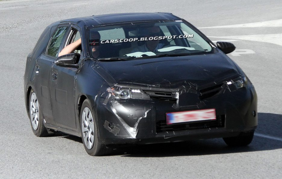 Toyota Auris Station Wagon - Frontale