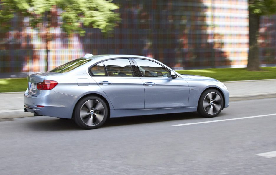 BMW ActiveHybrid 3 - Fiancata in motion