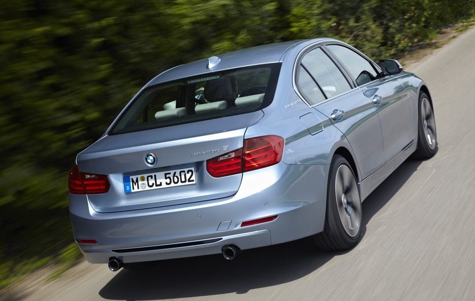 BMW ActiveHybrid 3 - Posteriore alto in motion