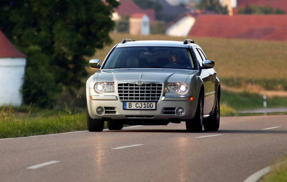 Chrysler 300 C Touring CRD frontale