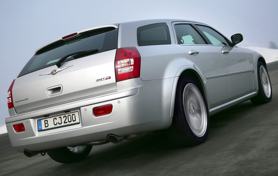 Chrysler 300 C Touring SRT-8 tre quarti posteriore