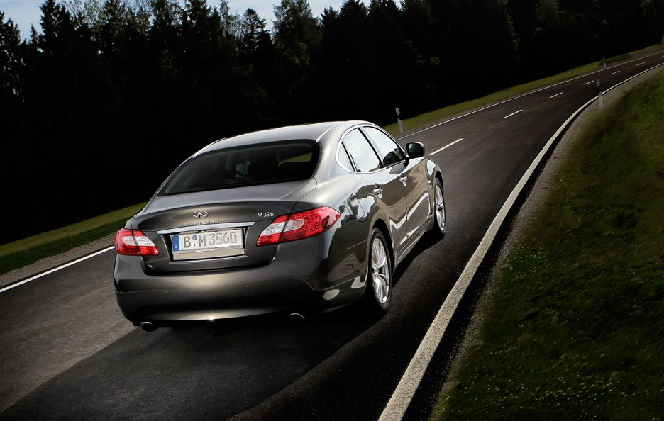 Infiniti M MY 2013 - Posteriore in motion