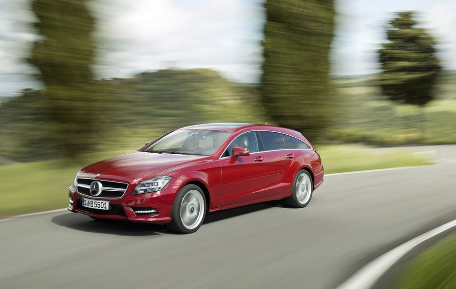 Mercedes CLS Shooting Brake - Red - Anteriore in motion
