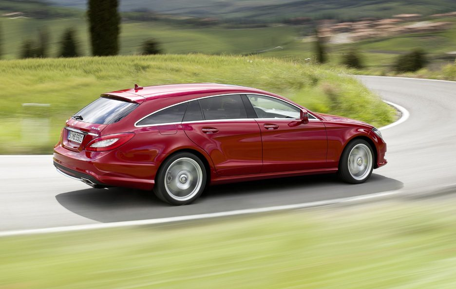 Mercedes CLS Shooting Brake - Red - In curva