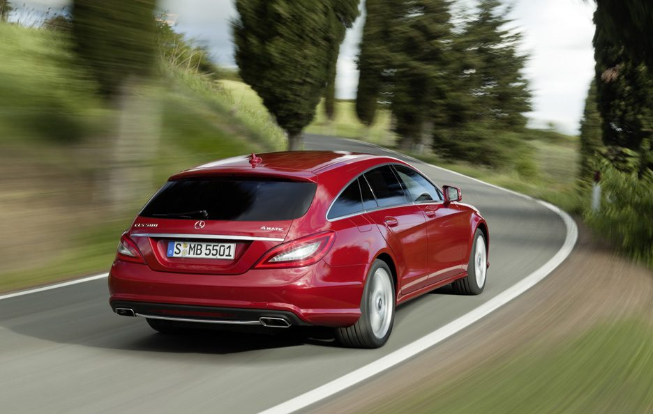 Mercedes CLS Shooting Brake - Red - Posteriore in motion