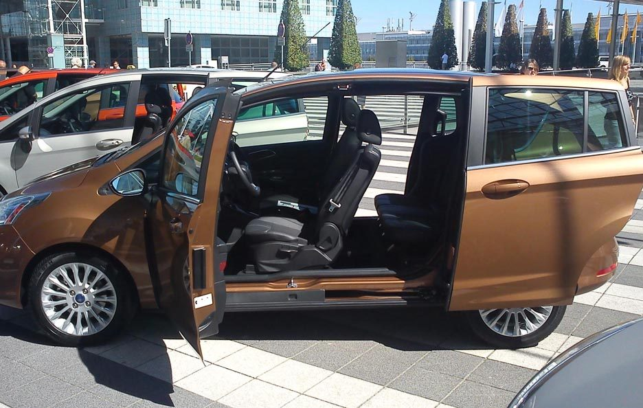 ford b max la nostra prova su strada primo contatto panoramauto. Black Bedroom Furniture Sets. Home Design Ideas