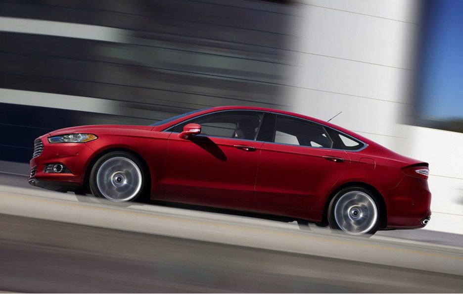 Ford Mondeo 2013 - Laterale basso in motion