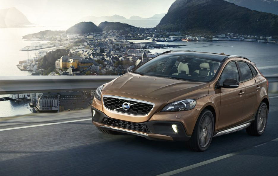 Volvo V40 Cross Country - In motion