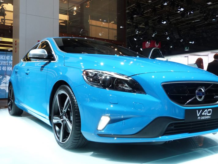 Volvo V40: debutto per la Cross Country e la R-Design