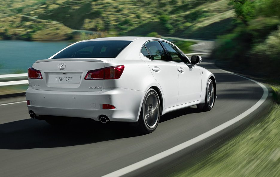 Lexus IS F-Sport tre quarti posteriore
