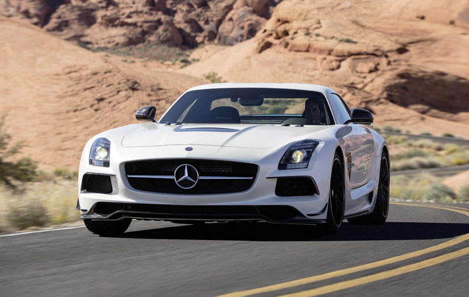 Mercedes-Benz SLS AMG Black Series - Frontale in motion