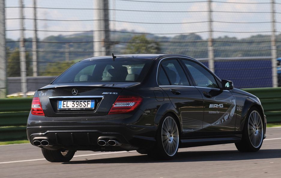 Mercedes C 63 AMG Performance tre quarti posteriore