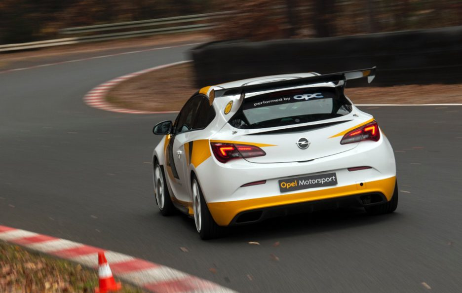 Opel Astra OPC Cup - Posteriore in motion