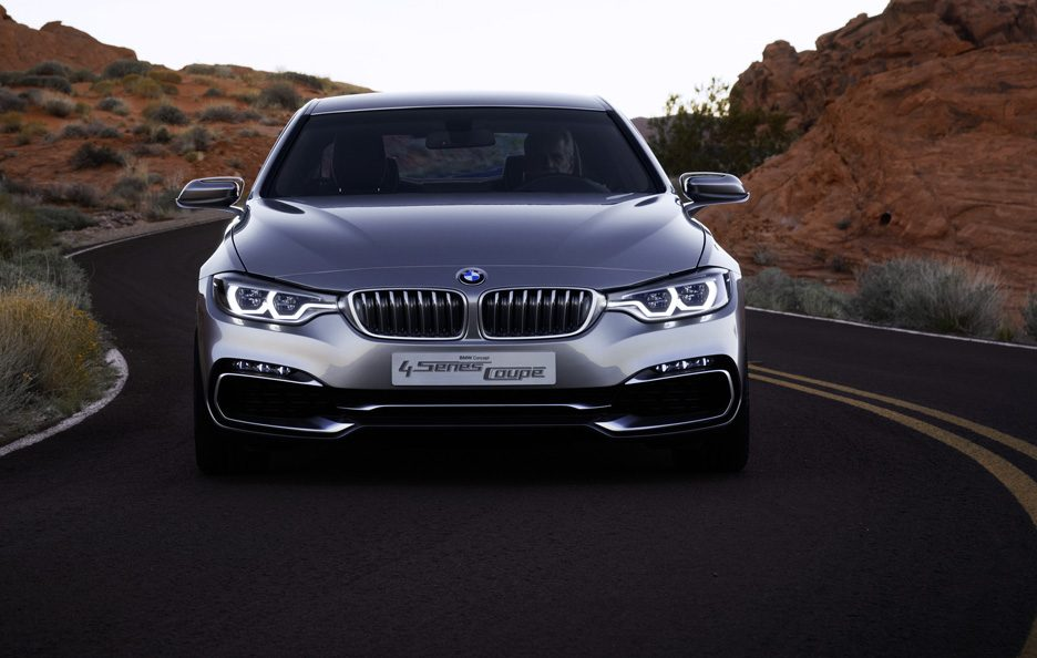 BMW Serie 4 Coupe Concept - Anteriore in motion