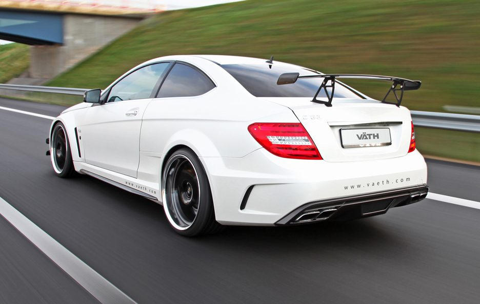 VÄTH V 63 Coupe Supercharged Black Series - Profilo posteriore in motion
