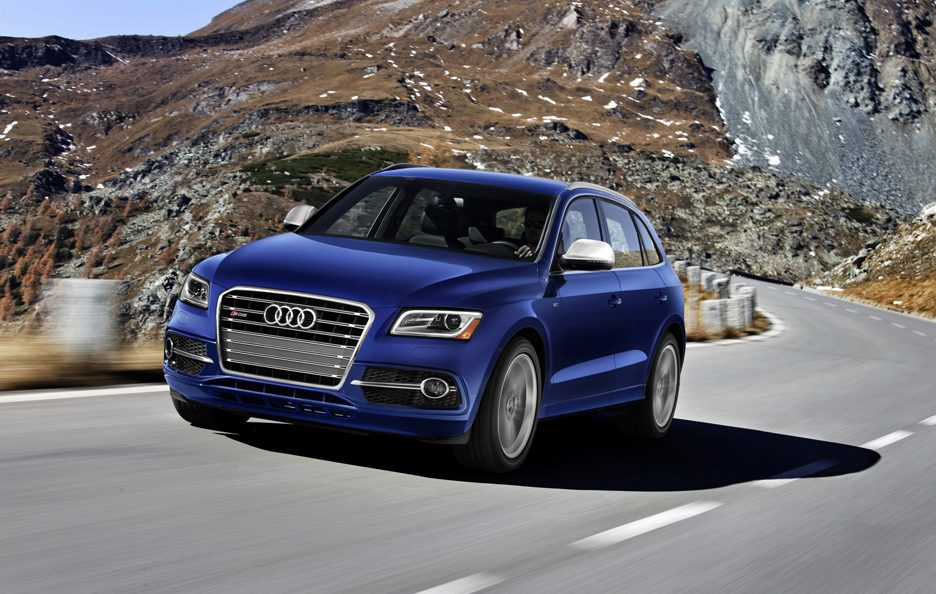 Audi SQ5 3.0 TFSI USA model - Frontale in motion