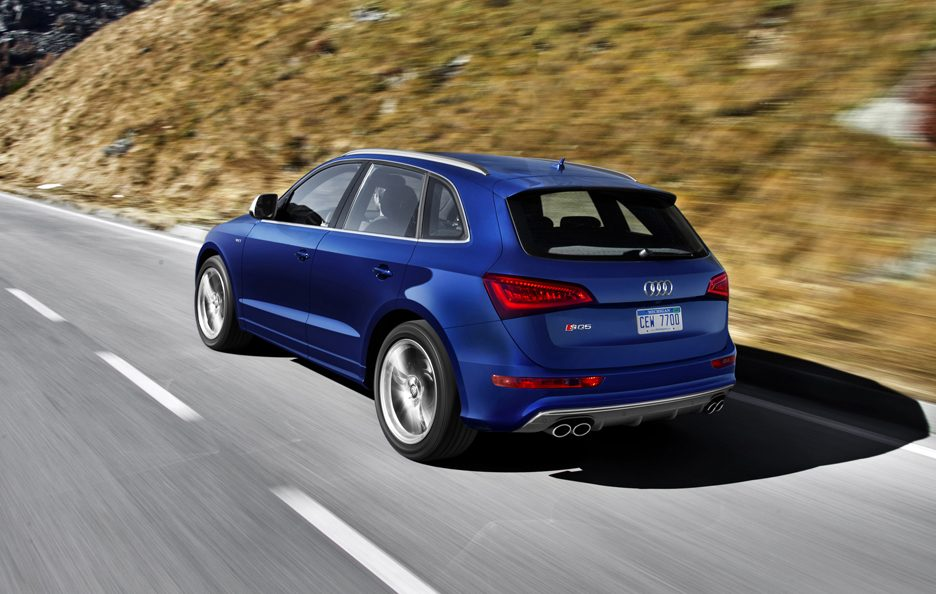 Audi SQ5 3.0 TFSI USA model - Il retrotreno in motion