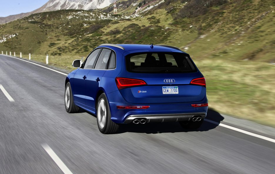 Audi SQ5 3.0 TFSI USA model - La coda in motion
