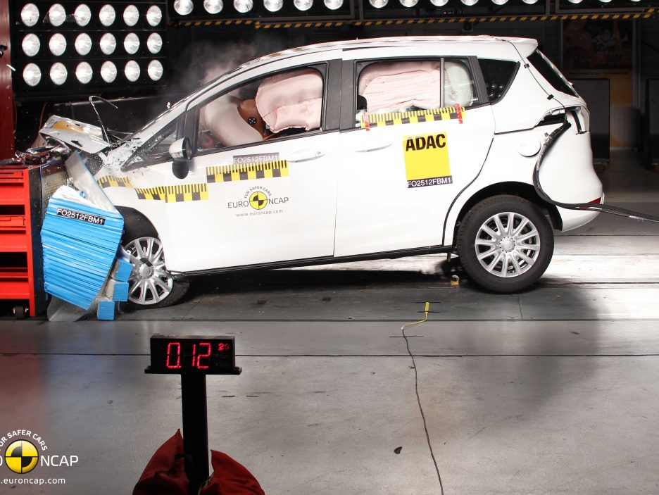 Ford B-Max - crash frontale