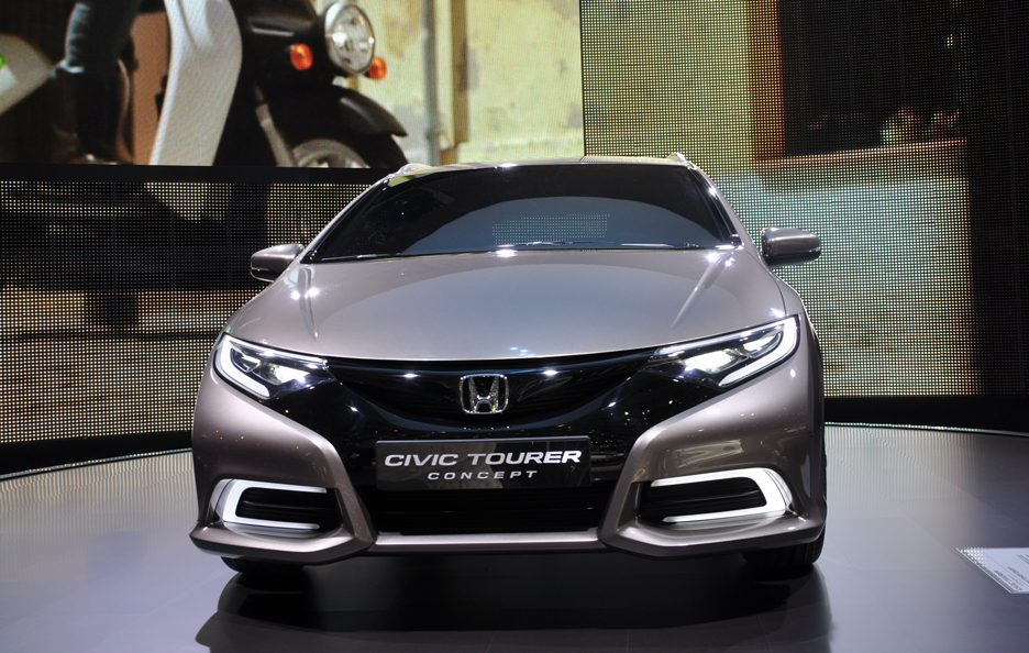 Honda Civic Tourer Concept - Frontale - Ginevra 2013