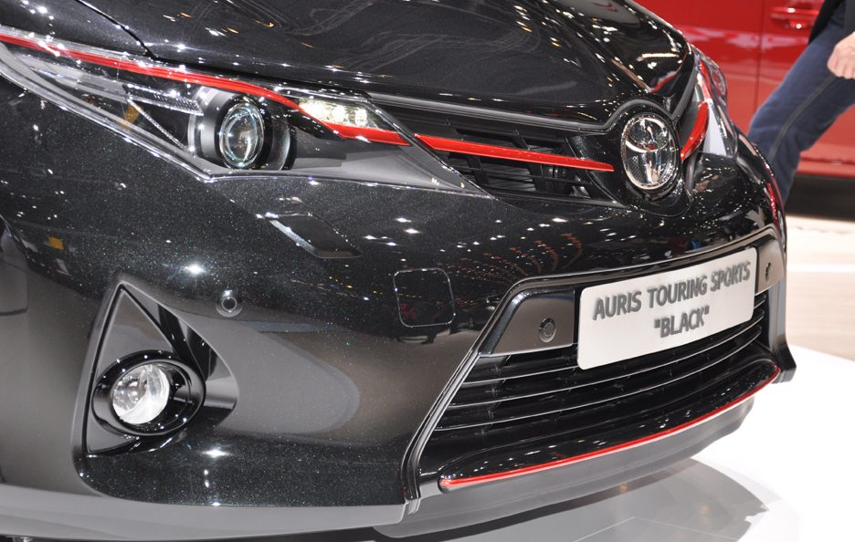 Toyota Auris Touring Sports Black - Anteriore - Ginevra 2013