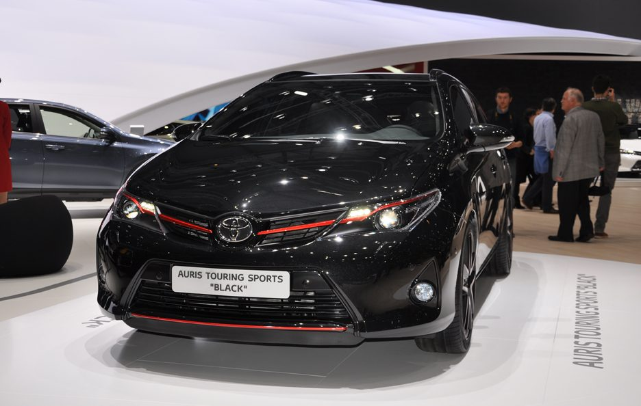 Toyota Auris Touring Sports Black - Frontale - Ginevra 2013
