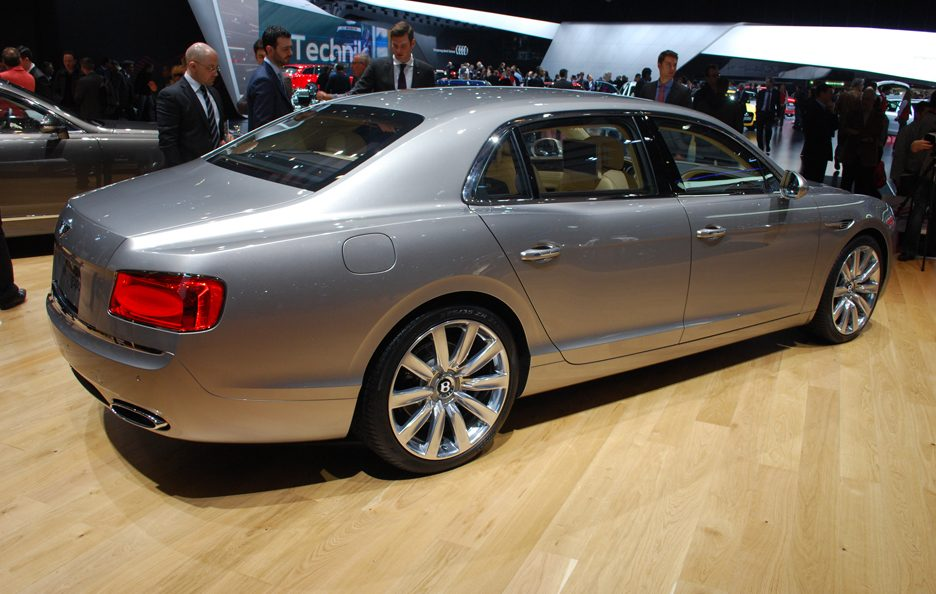 Bentley Flying Spur - Il profilo posteriore - Ginevra 2013
