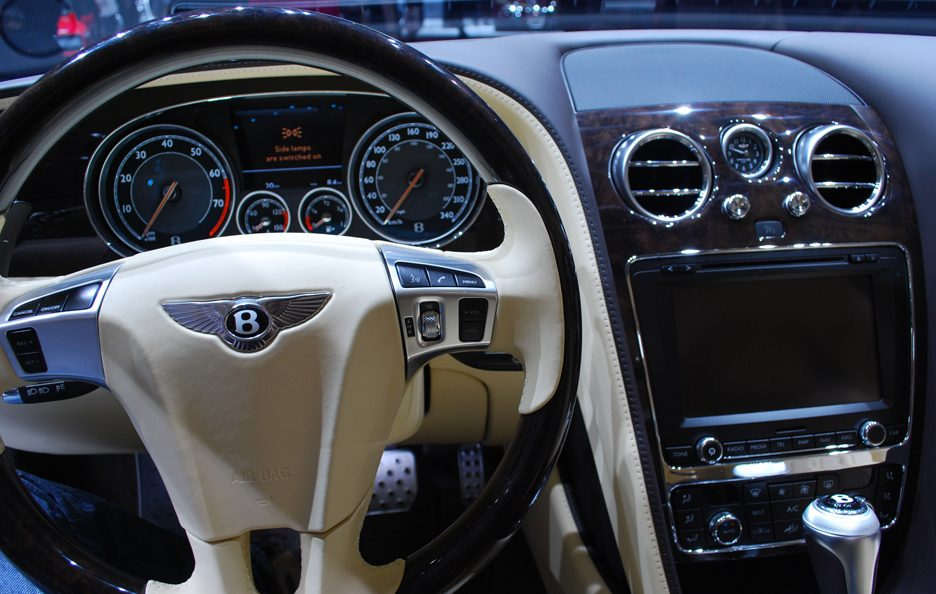 Bentley Flying Spur - Volante - Ginevra 2013