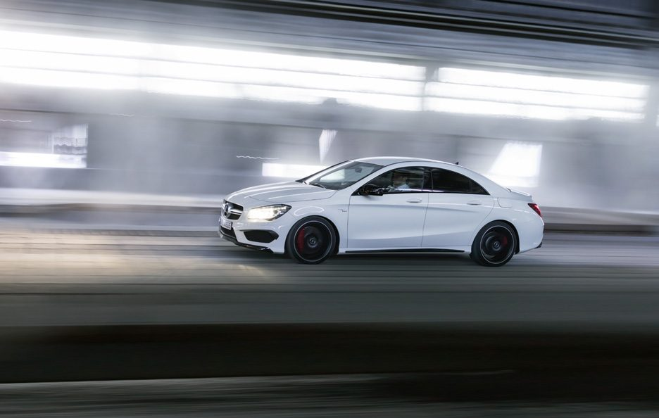 Mercedes CLA 45 AMG - Laterale in motion