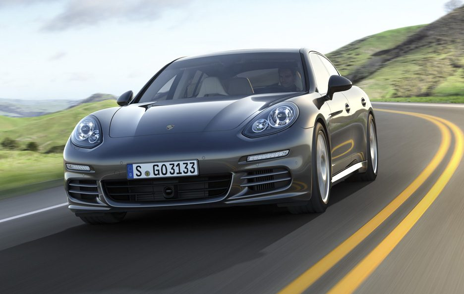 Porsche Panamera 2013 4S - Frontale in motion