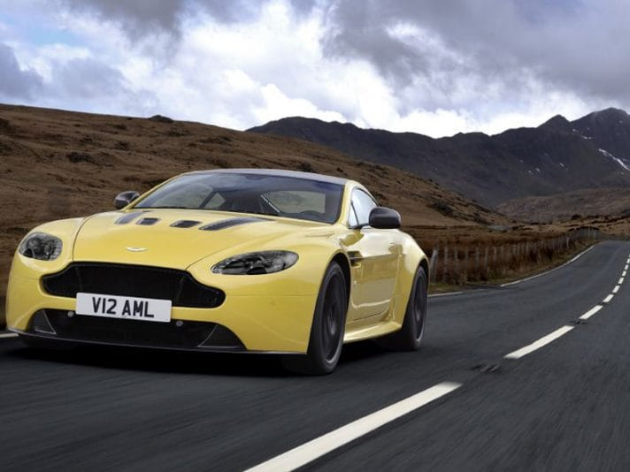 Aston Martin V12 Vantage S in video