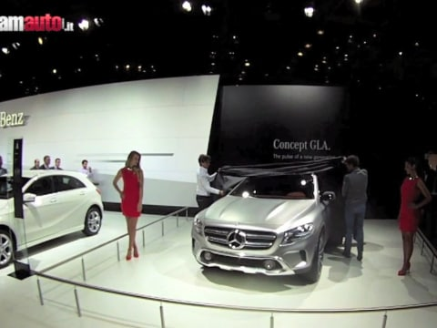 Barcellona 2013: la Mercedes GLA svelata in anteprima europea al Salon del Automovil