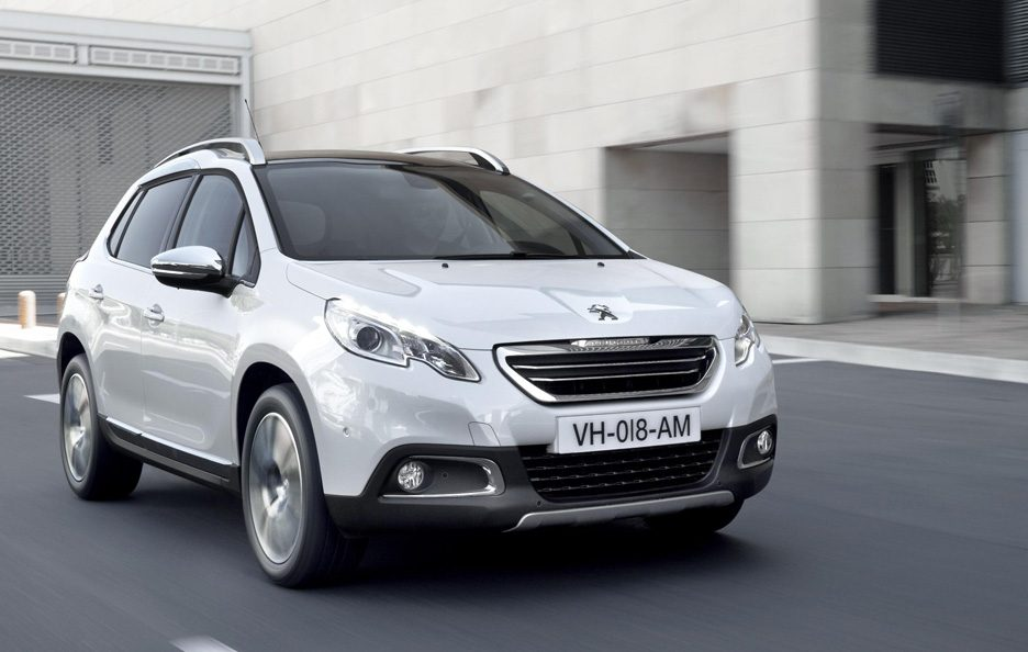 Peugeot 2008 - Frontale in motion