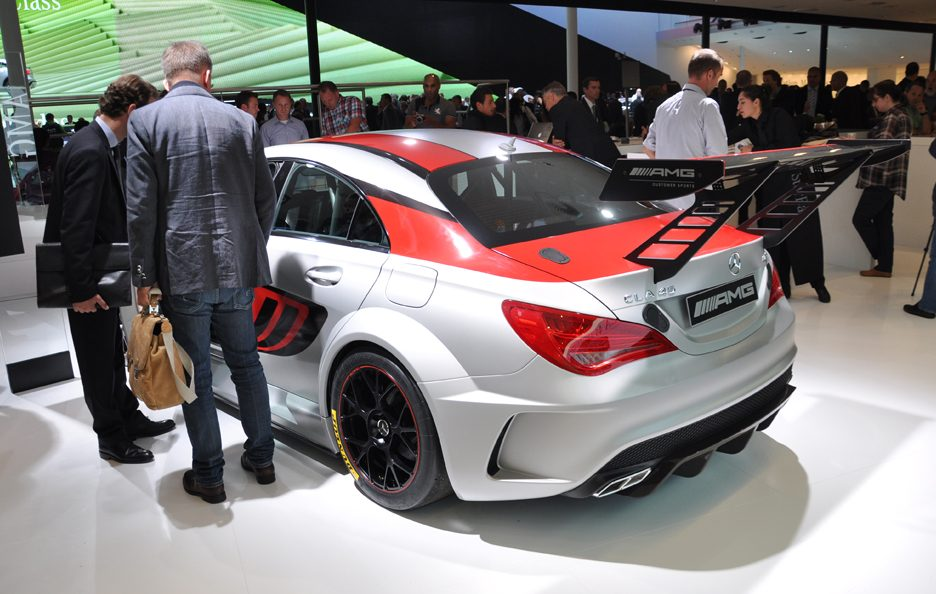 Mercedes CLA 45 AMG Racing Series tre quarti posteriore - Francoforte 2013