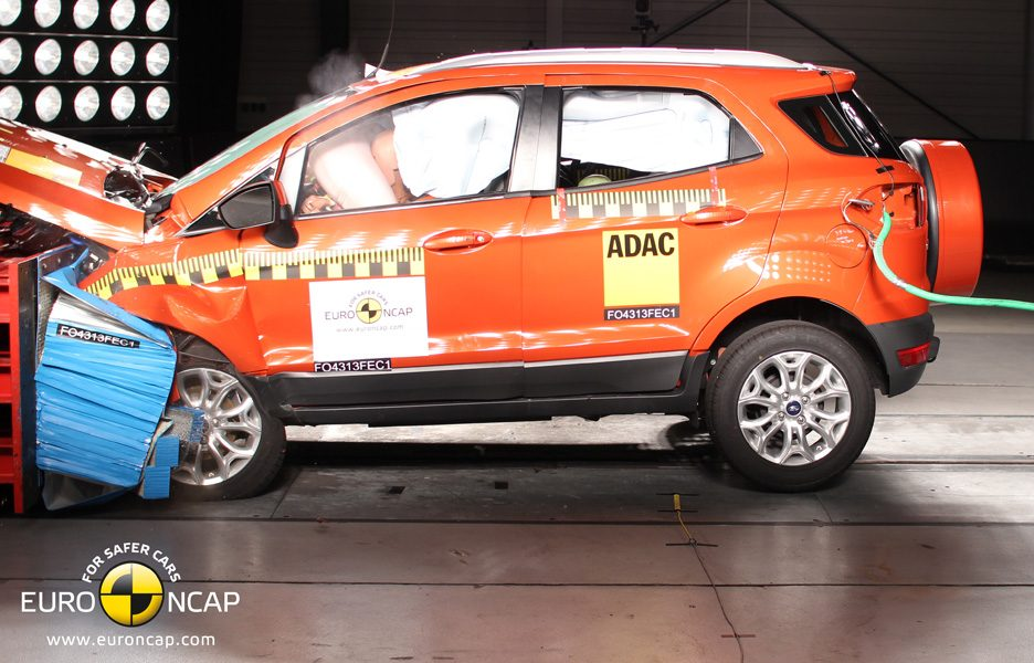 Ford EcoSport - crash frontale