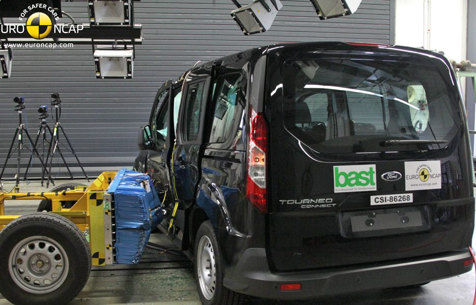 Ford Tourneo Connect - crash laterale