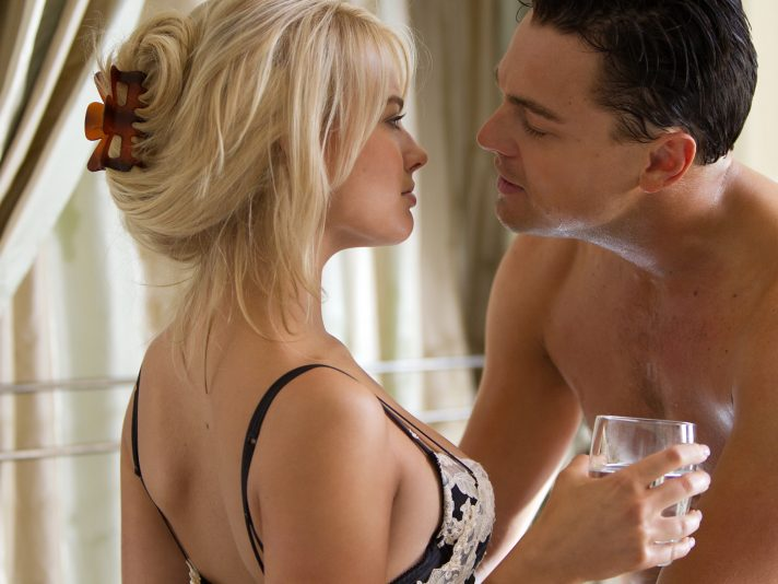 Una scena hot di The Wolf of Wall Street