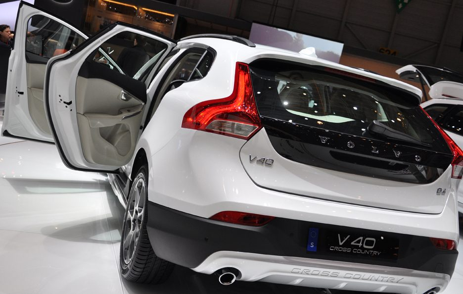 Volvo V40 Cross Country Ocean Race Edition tre quarti posteriore 3 - Ginevra 2014