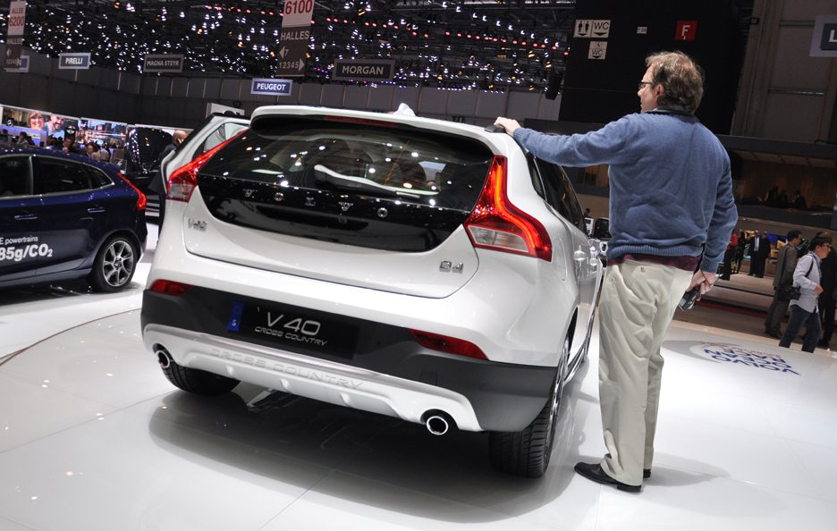 Volvo V40 Cross Country Ocean Race Edition tre quarti posteriore - Ginevra 2014