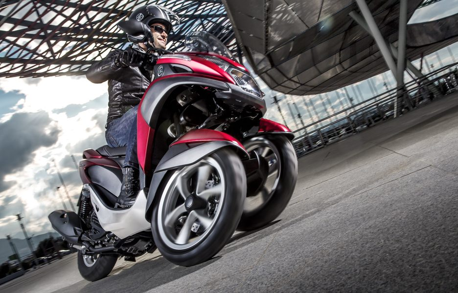 yamaha-tricity-my-2014-action-2